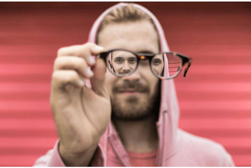 Occhiali da lettura premontati per correggere la presbiobia
